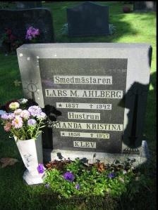 Lars och hans frus gravsten på Dagsås kyrkogård.